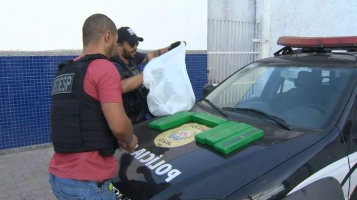 Drogas foram encontradas na casa do suspeito — Foto: Reprodução/ TV Gazeta