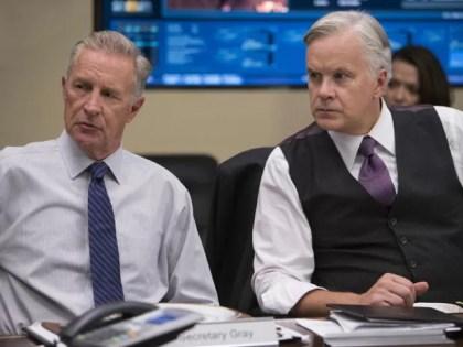 Tim Robbins (à direita) e Geoff Pierson em cena da série 'The Brink' (Foto: Divulgação)