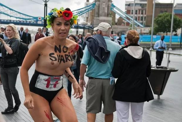 As mulheres realizaram uma 'maratona islâmica' protestar contra os regimes islâmicos. (Foto: Will Oliver/AFP)