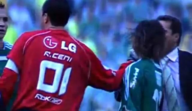 FRAME - briga entre Rogério Ceni e Valdívia (Foto: SporTV)