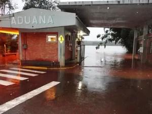 Balsa de Porto Mauá precisou ser suspensa por cheia do Rio Uruguai no RS (Foto: Vilson Winkler/Divulgação)
