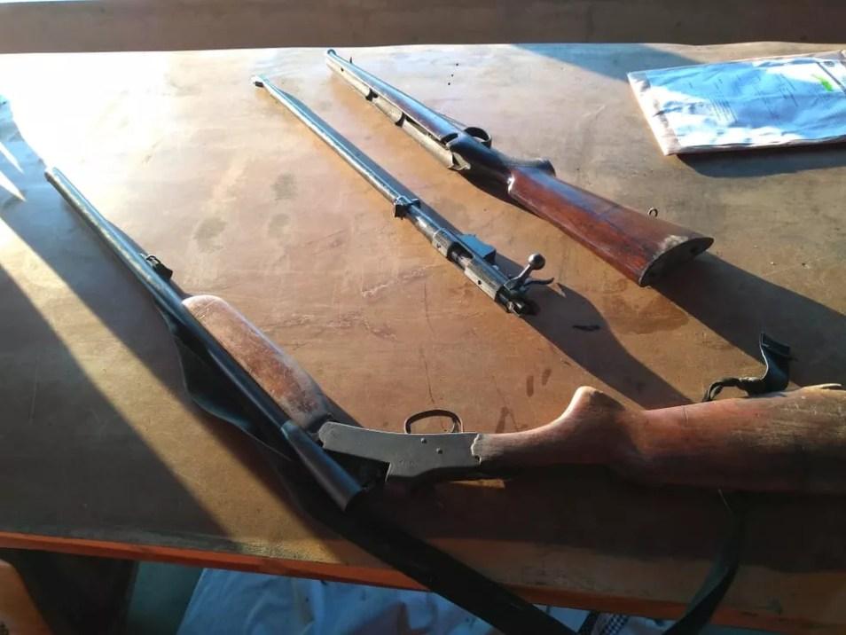 Cinco armas foram apreendidas nesta terça, 13 — Foto: PM/Divulgação