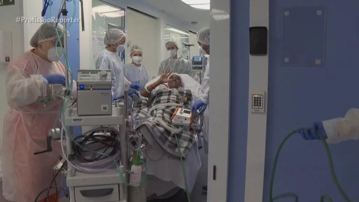 Sempre animado, Henrique contagiou a equipe médica durante os quatro meses de internação — Foto: Profissão Repórter/Reprodução