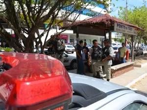 Polícia Militar foi até o local do assalto, mas nenhum suspeito foi preso (Foto: Walter Paparazzo/G1)