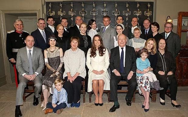 Kate Middleton ao visitar o set de Downtown Abbey (Foto: Divulgação)