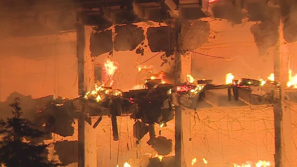 Incêndio atinge prédio da Secretaria de Segurança Pública do Rio Grande do Sul — Foto: Reprodução/RBS TV