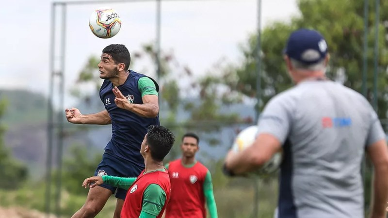 Odair enxergou no uruguaio características para fazer mais funções — Foto: Lucas Merçon / Fluminense FC