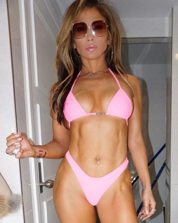 Para manter o corpo em forma, J.Lo gasta o equivalente a R$ 80 mil mensais em programas de treinamento físico e tratamentos estéticos — Foto: Reprodução/Instagram