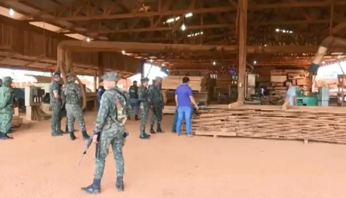 Ao todo, 200 homens entre fiscais do Ibama, do exército e da PM dos três estados participaram da ação (Foto: Reprodução/Rede Amazônica Acre)