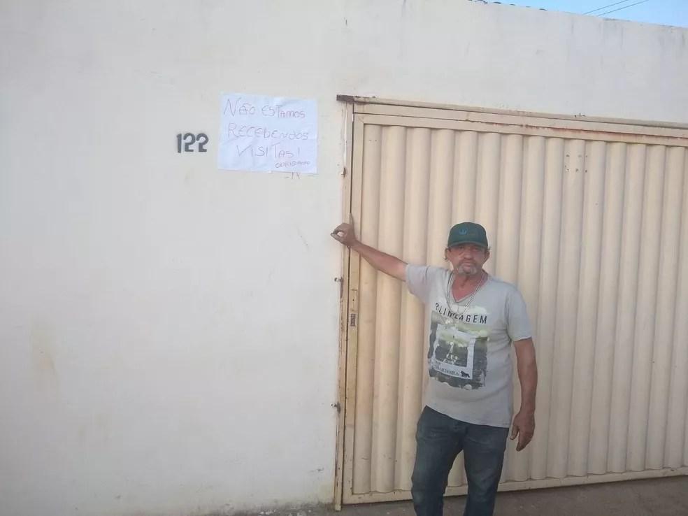 Cartaz é para proteger idoso de  63 anos e hipertenso — Foto: Arquivo Pessoal/Tatiane Viana