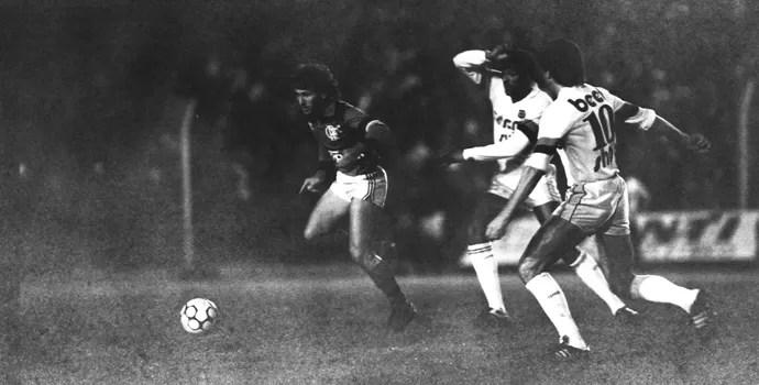 Brasil de Pelotas Flamengo Brasileirão 1985 Zico (Foto: Antônio Vargas / Agência RBS)