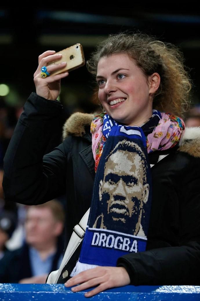 Torcida Drogba Chelsea x Galatasaray (Foto: AFP)