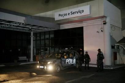 Concessionária teve carros incendiados no Mucuripe — Foto: Camila Lima/ Diário do Nordeste