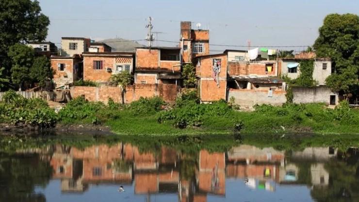 Brasil já vinha assistindo a um aumento da pobreza extrema nos últimos 5 anos. — Foto: Getty Images via BBC