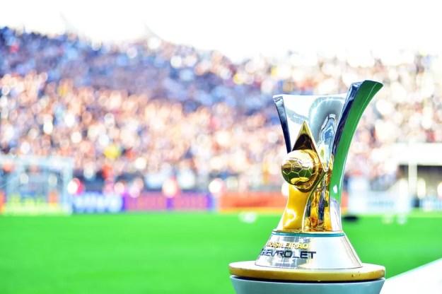 A taça do Campeonato Brasileiro (Foto: Marcos Ribolli)