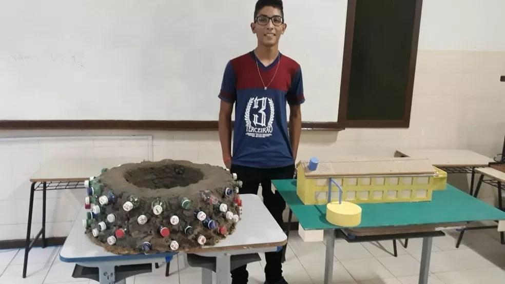 Sandro Lúcio Nascimento Rocha, 16 anos, foi um dos vencedores na categoria Ensino Médio do Prêmio Jovem Cientista — Foto: Arquivo Pessoal