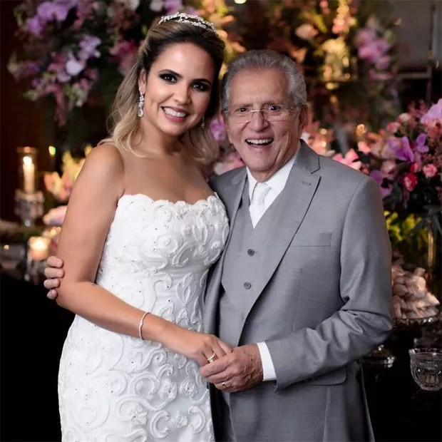 Renata Domingues e Carlos Alberto de Nóbrega (Foto: Reprodução / Instagram)
