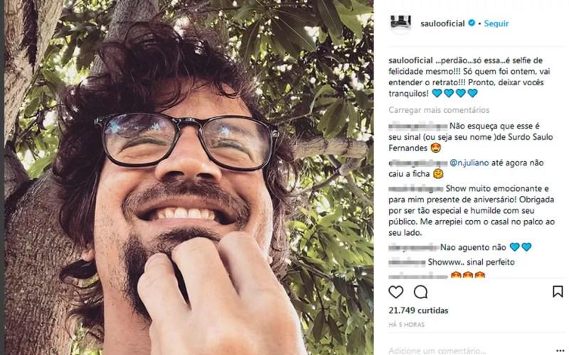 Saulo faz sinal em libras que aprendeu com fã surdo (Foto: Reprodução / Instagram)
