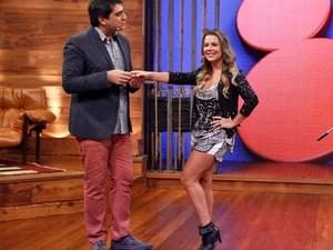 Fernanda Souza com Zeca Camargo no Vídeo Show (Foto: Inácio Moraes/TV Globo)