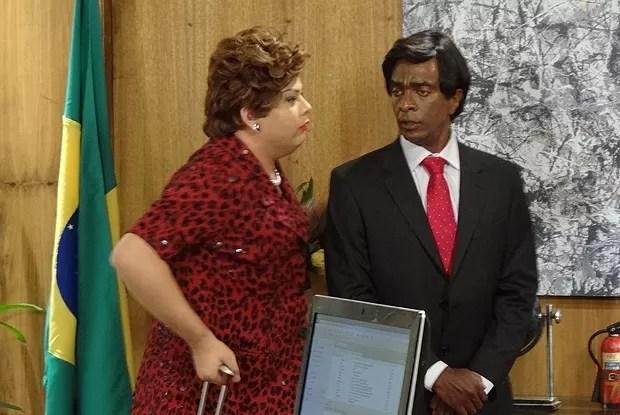 A presidenta não é boba nem nada e foge antes que o mundo acabe (Foto: Casseta & Planeta Vai Fundo/TV Globo)