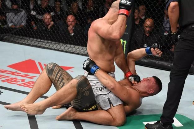 Junior Cigano nocauteou Tai Tuivasa no segundo round no UFC Adelaide — Foto: Getty Images