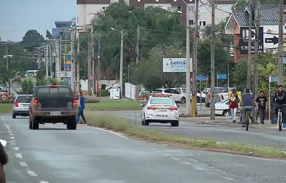 Avisos pelo celular contribuem para diminuir crimes em bairro de Santa Maria (Foto: Reprodução/RBS TV)