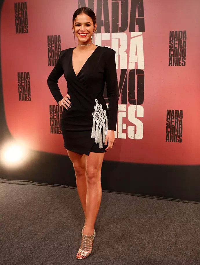Bruna posa sorridente e exibe as pernas em um vestido curtinho (Foto: Ellen Soares/Gshow)