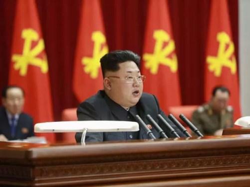 Líder norte-coreano Kim Jong-un, durante reunião do Comitê Central do Partido dos Trabalhadores da Coreia em Pyongyang, na quarta-feira (18). (Foto: KCNA / Reuters)