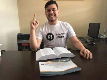Johnston conseguiu aprovação em medicina na 22ª tentativa e desistiu do curso para dar aulas online (Foto: Johnston Albuquerque/Arquivo pessoal)
