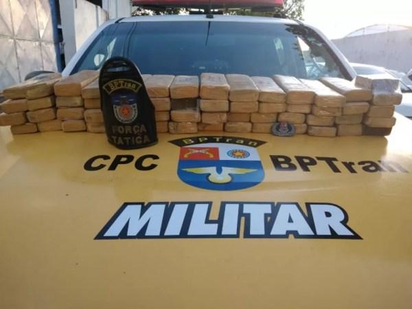 BPTran apreende 34kg de tabletes de maconha no bairro Benedito Bentes, Maceió — Foto: Ascom BPTran