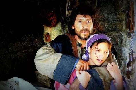 ClaudIo Cunha e Lais Pinho em cena da segunda temporada de 'Milagres de Jesus' (Foto: Divulgação)