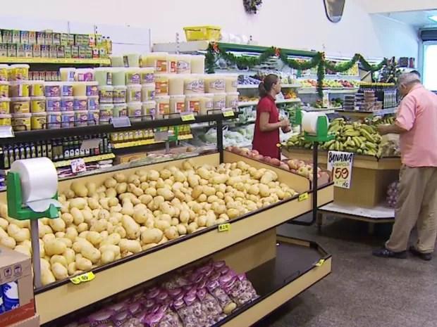 Alta dos alimentos alavancou inflação de outubro em Ribeirão Preto (Foto: Antonio Luiz/EPTV)