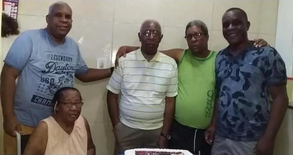 Calito (à esquerda), Aparecida, José (camisa branca), Luiz Claudio (de verde) e Beto — Foto: Arquivo pessoal