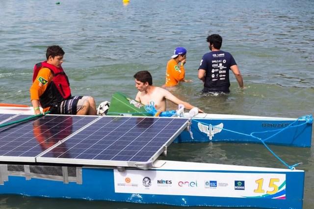 Barco é movido a energia solar (Foto: Brenda Rachit )