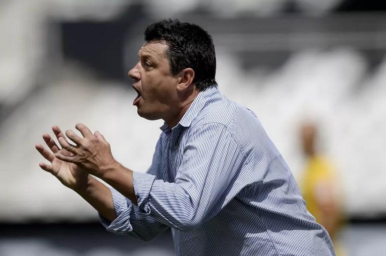 Adilson Batista pode usar retrospecto favorável contra o Atlético-MG para chegar à vitória no próximo domingo — Foto: Alexandre Loureiro/Inovafoto/Estadão Conteúdo
