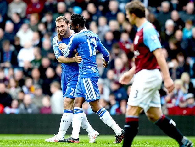 Ivanovic comemora gol do Chelsea contra o Aston Villa (Foto: Getty Images)