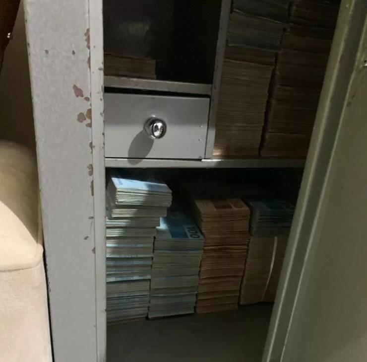 Mais de R$ 500 mil em dinheiro foram apreendidos nesta segunda-feira (13) — Foto: Polícia Civil