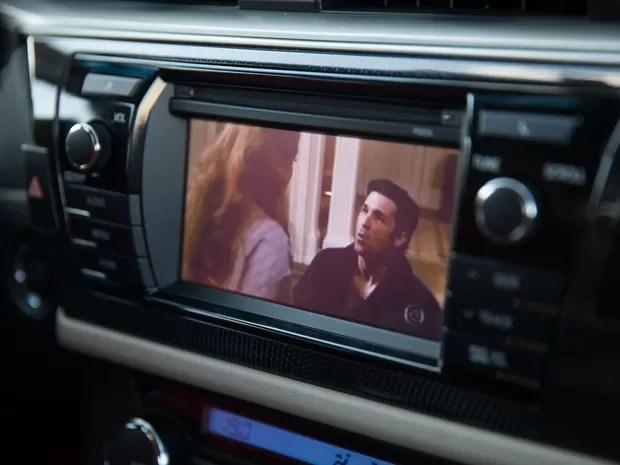 TV digital é um dos recursos da central multimídia do Toyota Corolla Altis (Foto: Marcelo Brandt / G1)