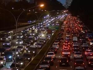 SP trânsito saída feriado (Foto: Levi Bianco/Brazil Photo Press/Estadão Conteúdo)