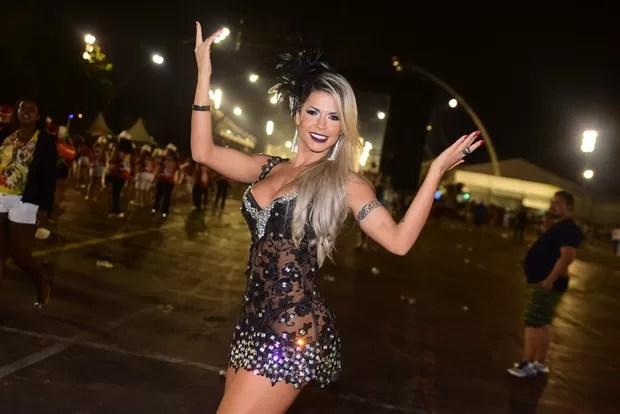 Ex-BBB Cacau no sambódromo do Anhembi, em São Paulo (Foto: Leo Franco)
