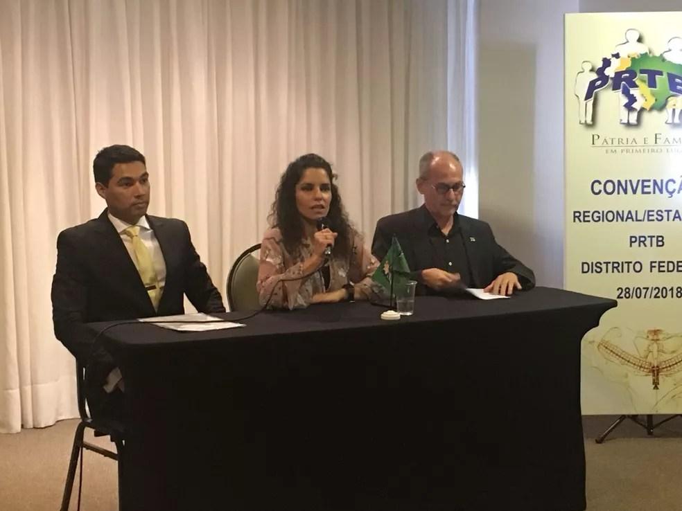 O candidato a governador Paulo Barreto (esq), a presidente regional do PRTB, Fernanda Estevão, e o candidato a senador Átila Maia (Foto: Gabriel Luiz/G1)