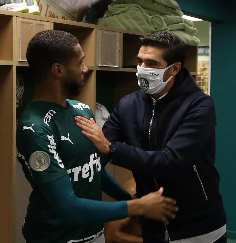 Wesley e Abel Ferreira, do Palmeiras — Foto: Cesar Greco / Ag. Palmeiras