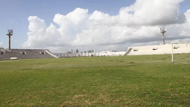 Visando partida da Copa do Brasil, CBF realiza vistoria no Estádio Amigão
