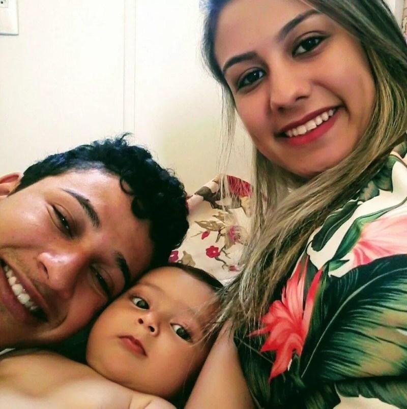 Raul com a filha Sofia e a esposa Taina de Queiroz Mendes — Foto: Arquivo Pessoal/Raul Kennedy da Silva