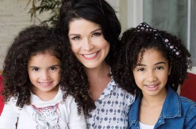 Samara Felippo and her daughters (Photo: Reproduction)