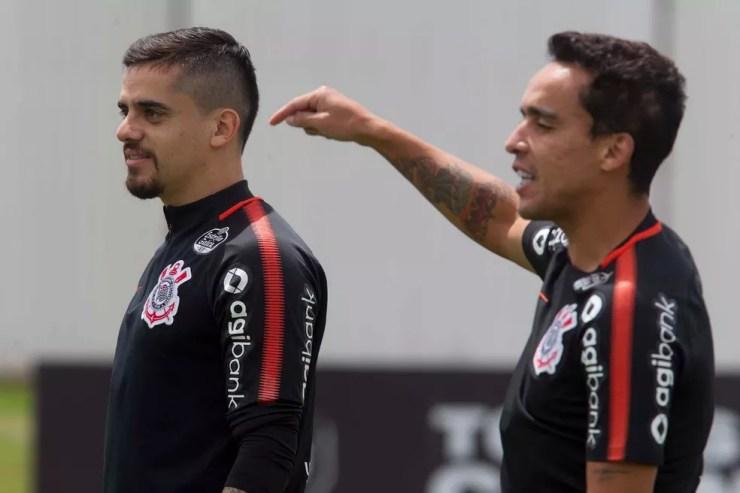 Jadson e Fagner foram campeões em 2017 e seguiram no Corinthians — Foto: Daniel Augusto Jr./Ag. Corinthians
