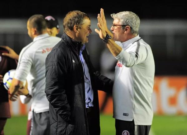 Diego Aguirre e Odair trabalharam juntos no Inter e se reencontram neste domingo — Foto: Marcos Ribolli