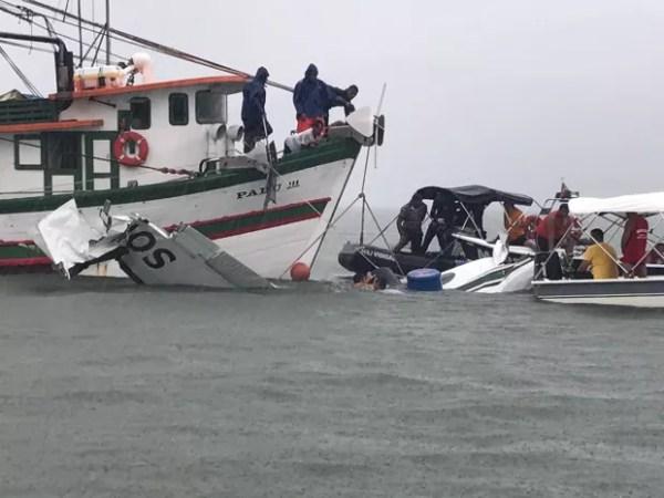 Resgate do avião no mar de Paraty, RJ (Foto: Marcos Landim/TV Rio Sul)