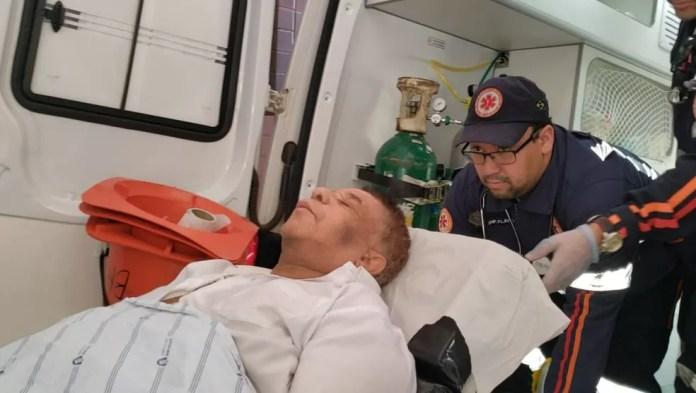 Foto do dia 21 de maio mostra o momento em que Agnaldo estava sendo transferido de Barreiras para Salvador. — Foto: Blogbraga/ Repórter Ivonaldo Paiva