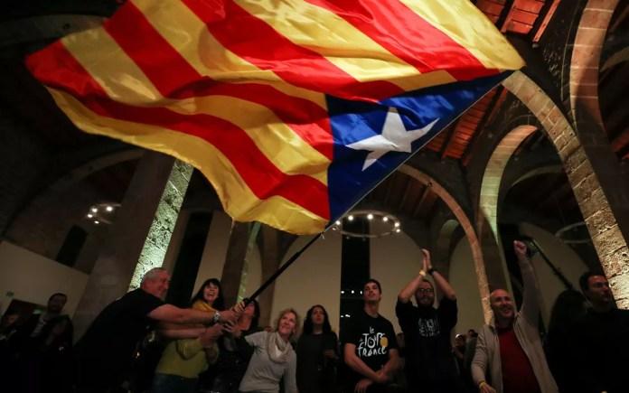 Cenário ainda é turbulento na Catalunha (Foto: Reuters/Albert Gea)